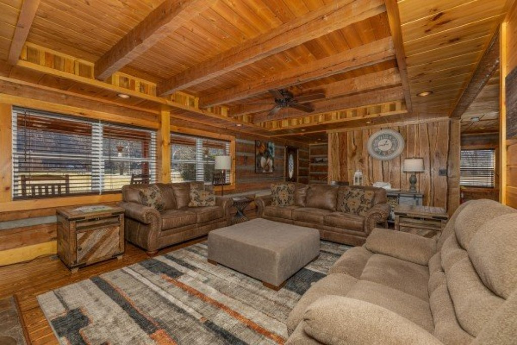 Photo of a Sevierville Cabin named Fox Creek - This is the fifth photo in the set.