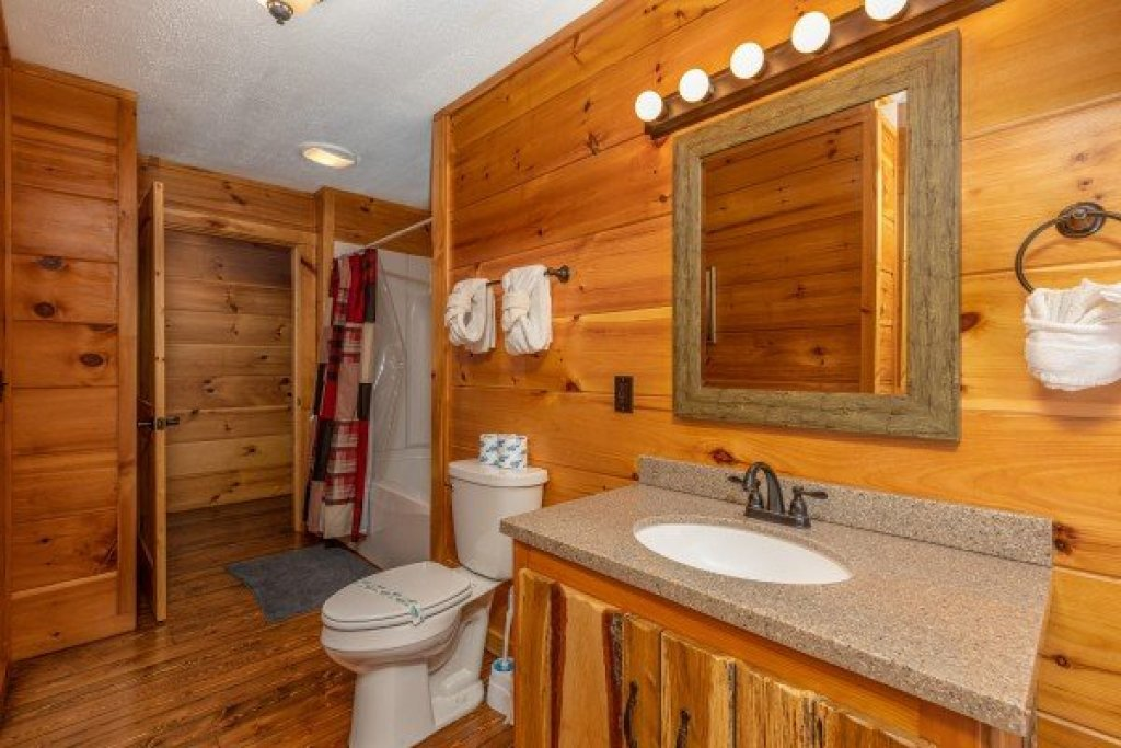 Photo of a Sevierville Cabin named Fox Creek - This is the nineteenth photo in the set.