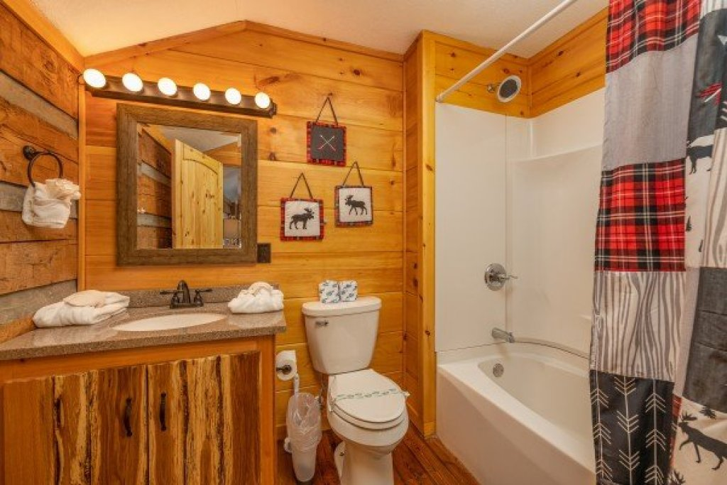 Photo of a Sevierville Cabin named Fox Creek - This is the twenty-fourth photo in the set.