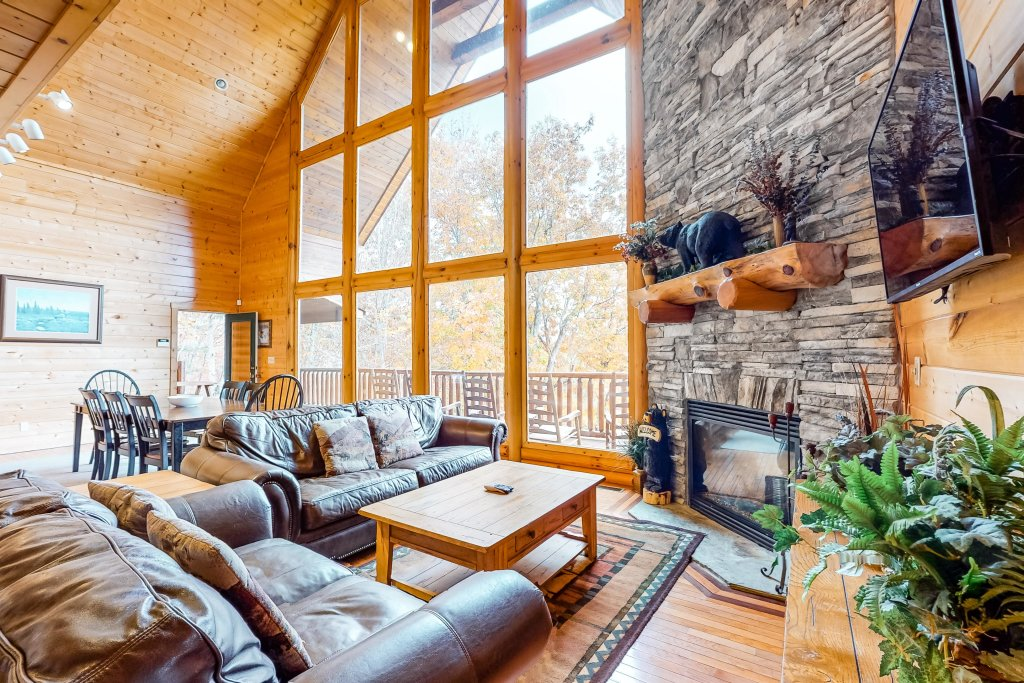 Photo of a Sevierville Cabin named Puttin' On The Ritz - This is the first photo in the set.