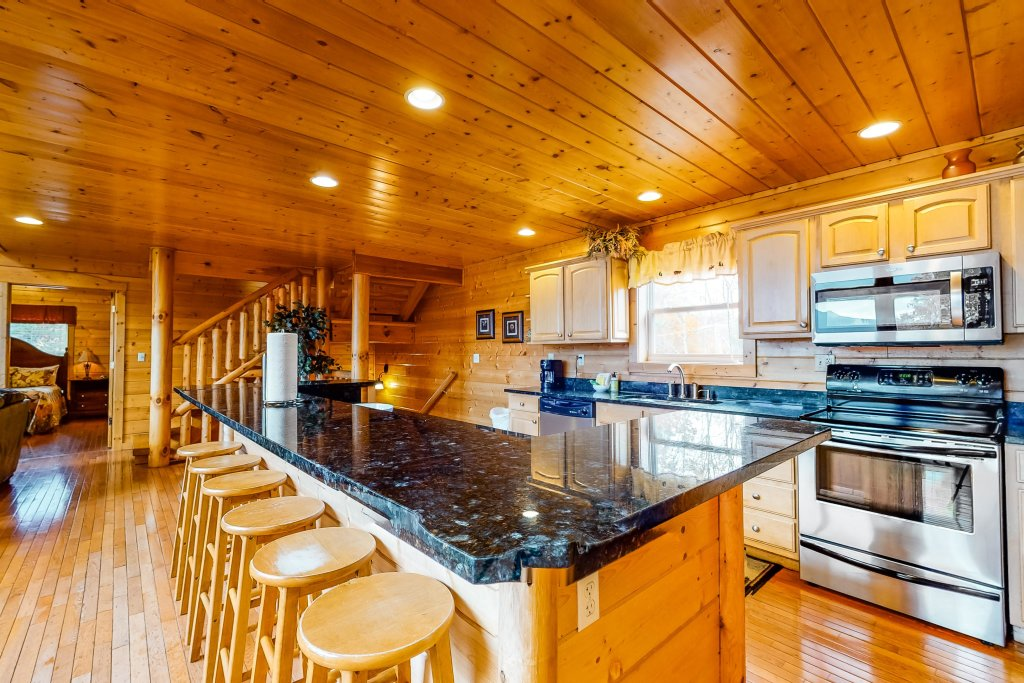 Photo of a Sevierville Cabin named Puttin' On The Ritz - This is the eighth photo in the set.