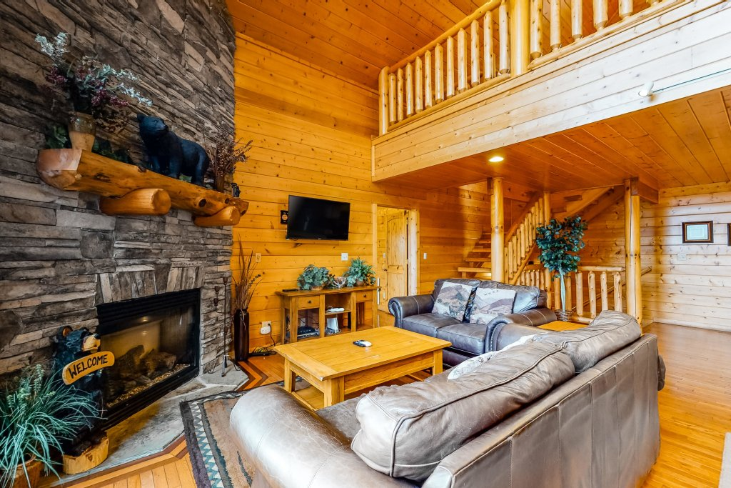 Photo of a Sevierville Cabin named Puttin' On The Ritz - This is the third photo in the set.