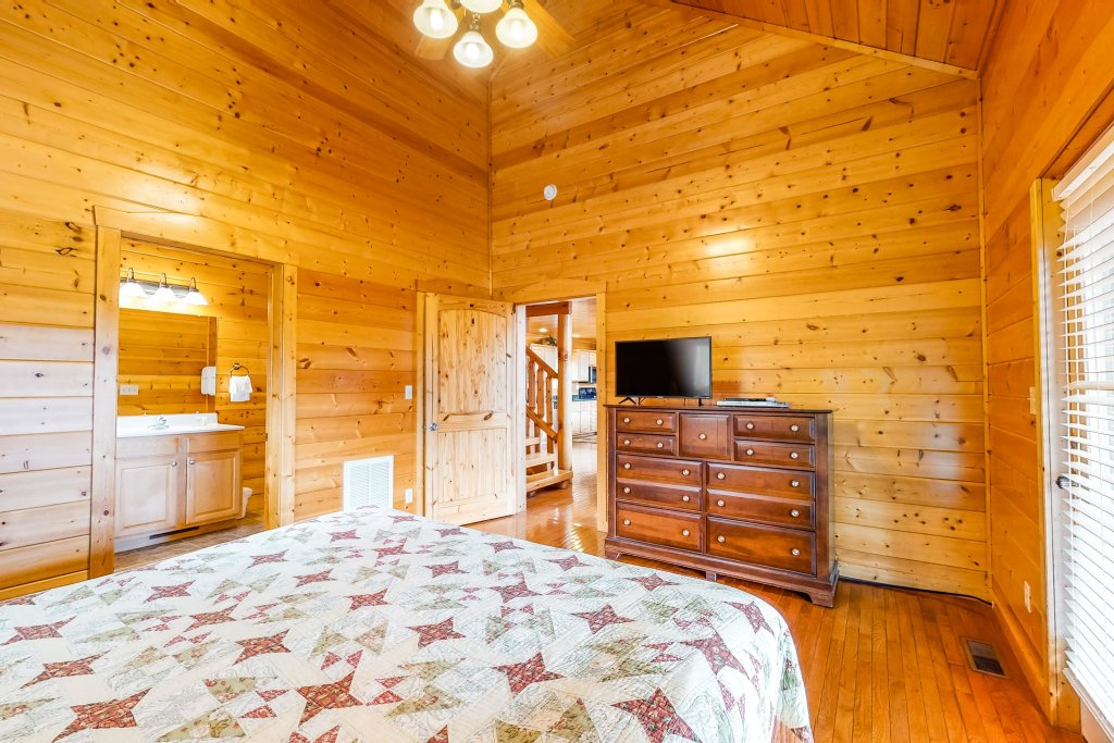 Photo of a Sevierville Cabin named Puttin' On The Ritz - This is the nineteenth photo in the set.