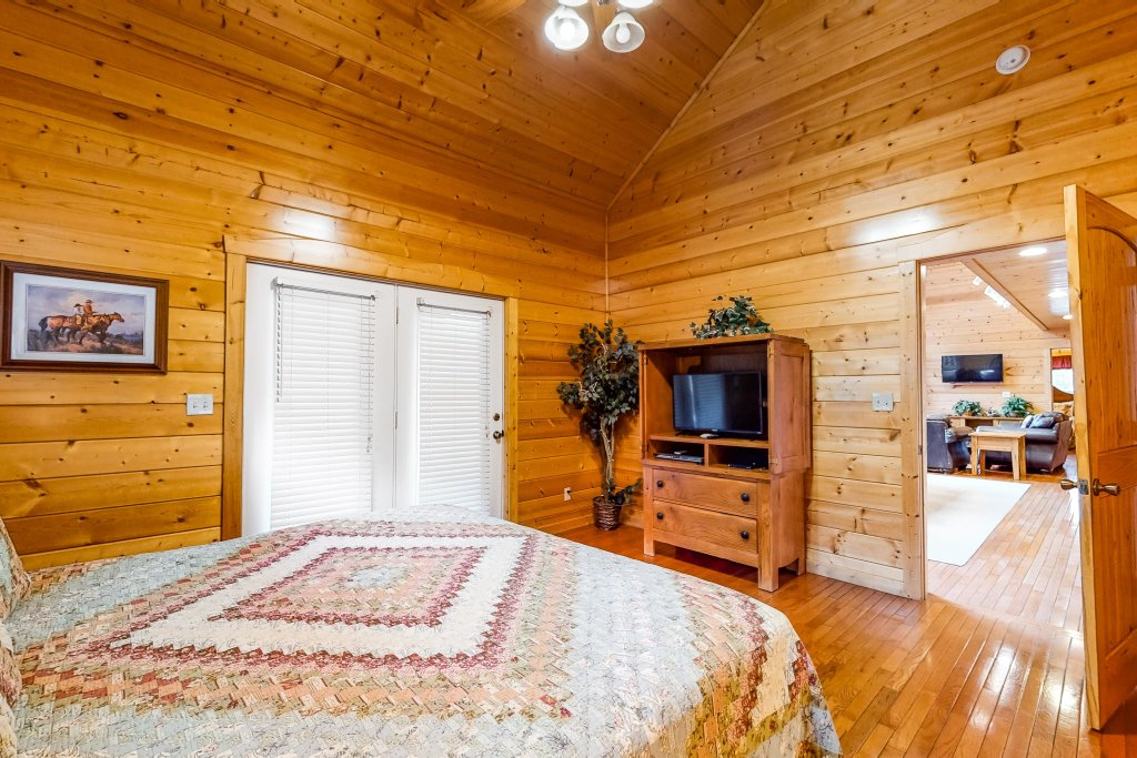 Photo of a Sevierville Cabin named Puttin' On The Ritz - This is the fourteenth photo in the set.