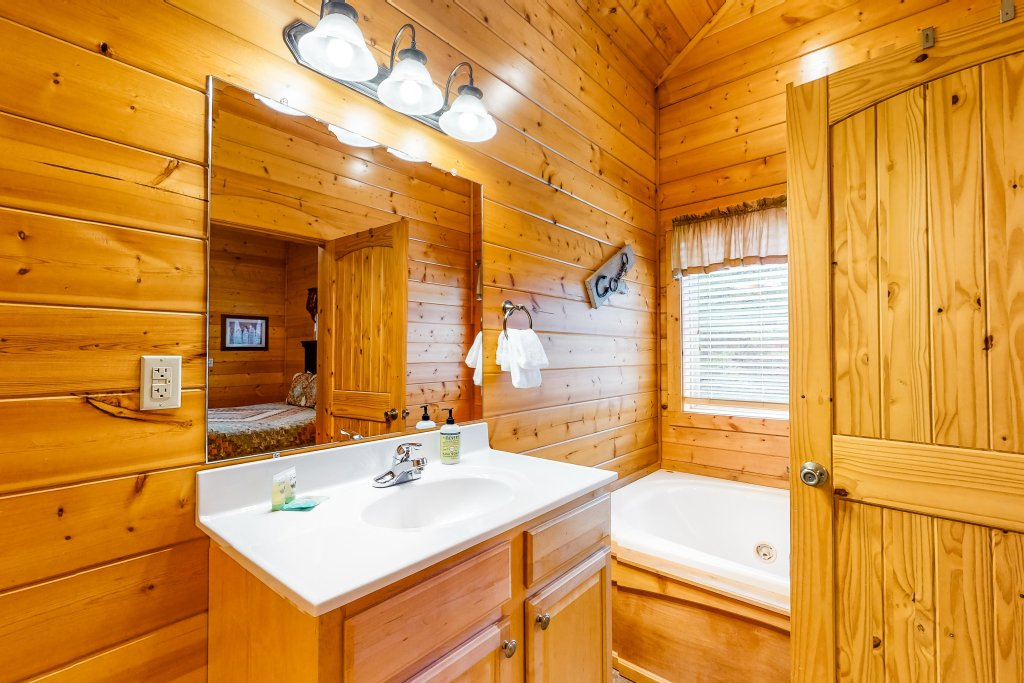 Photo of a Sevierville Cabin named Puttin' On The Ritz - This is the sixteenth photo in the set.