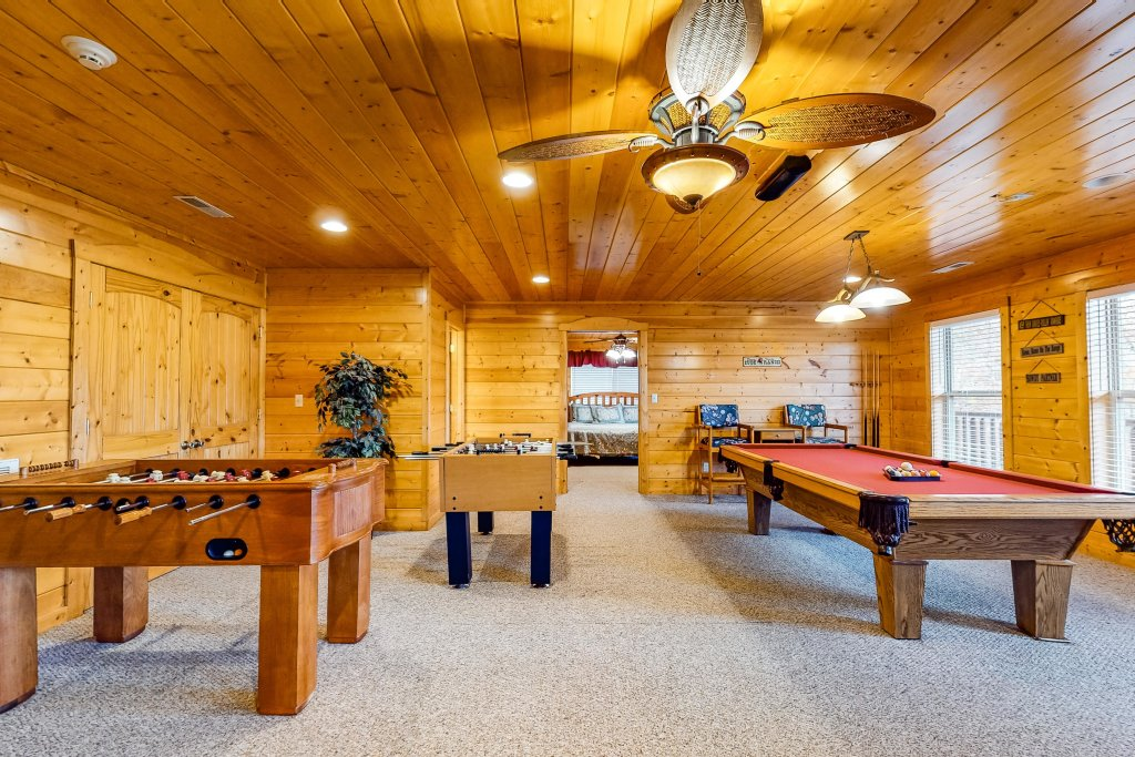 Photo of a Sevierville Cabin named Puttin' On The Ritz - This is the twenty-eighth photo in the set.