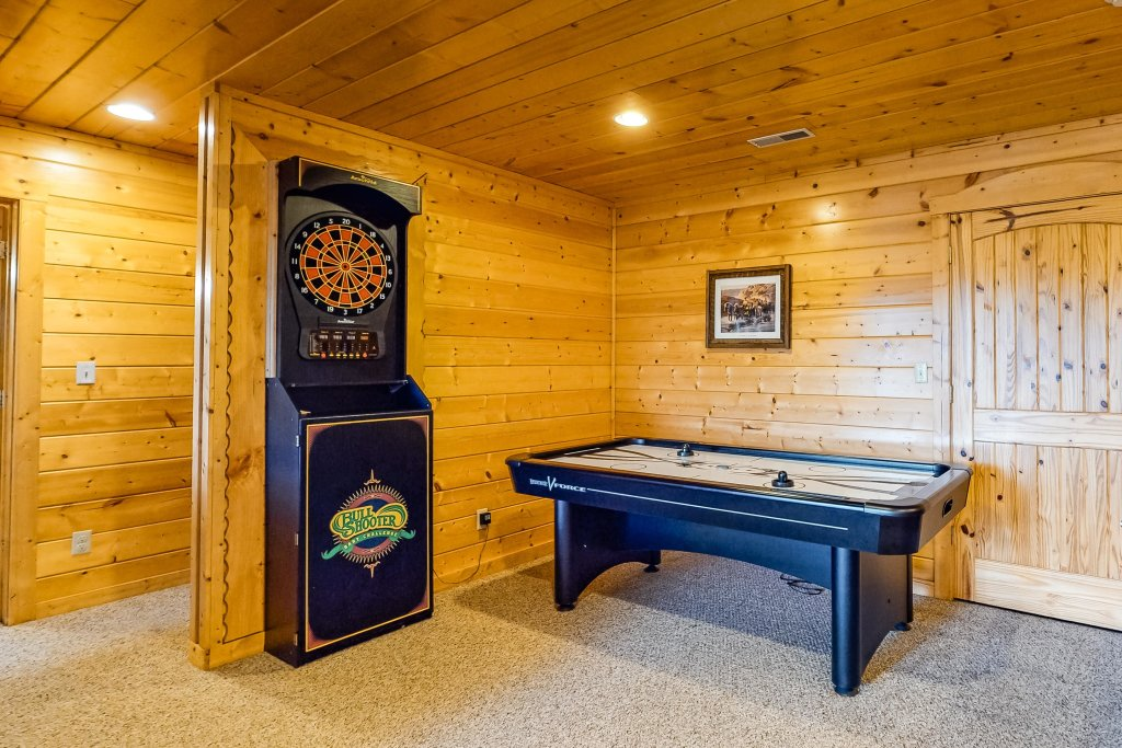 Photo of a Sevierville Cabin named Puttin' On The Ritz - This is the twenty-ninth photo in the set.