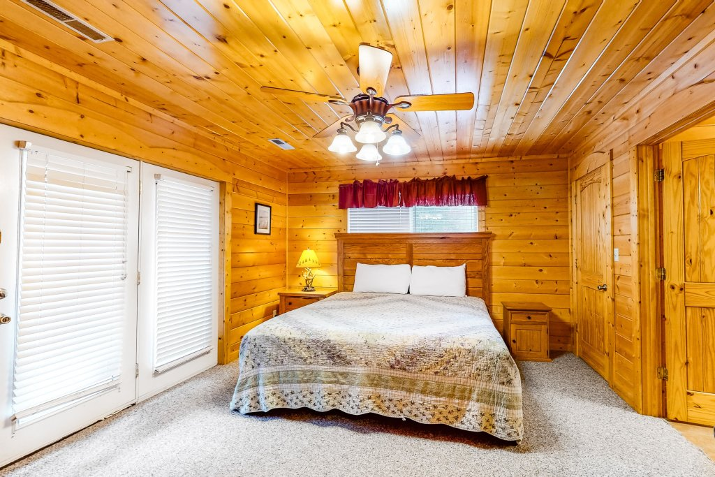 Photo of a Sevierville Cabin named Puttin' On The Ritz - This is the thirty-eighth photo in the set.