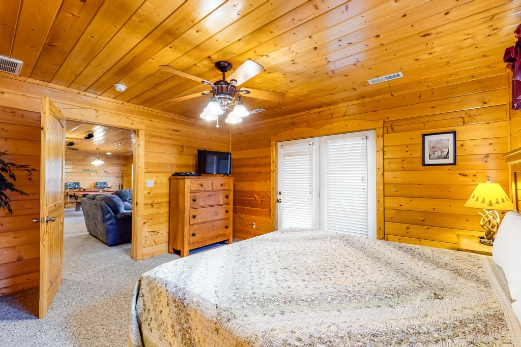 Photo of a Sevierville Cabin named Puttin' On The Ritz - This is the fortieth photo in the set.