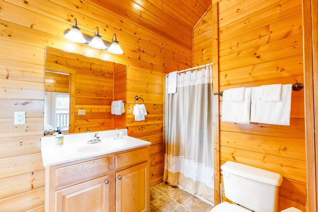 Photo of a Sevierville Cabin named Puttin' On The Ritz - This is the twentieth photo in the set.