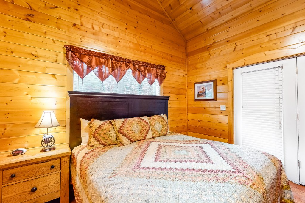 Photo of a Sevierville Cabin named Puttin' On The Ritz - This is the thirteenth photo in the set.