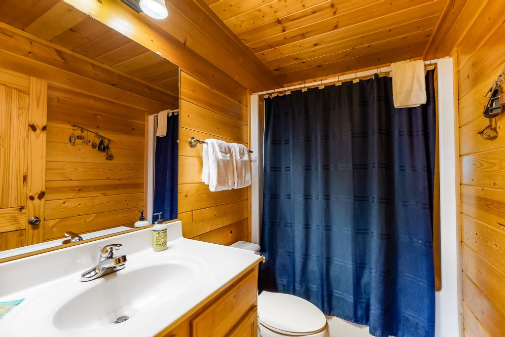 Photo of a Sevierville Cabin named Puttin' On The Ritz - This is the thirty-second photo in the set.
