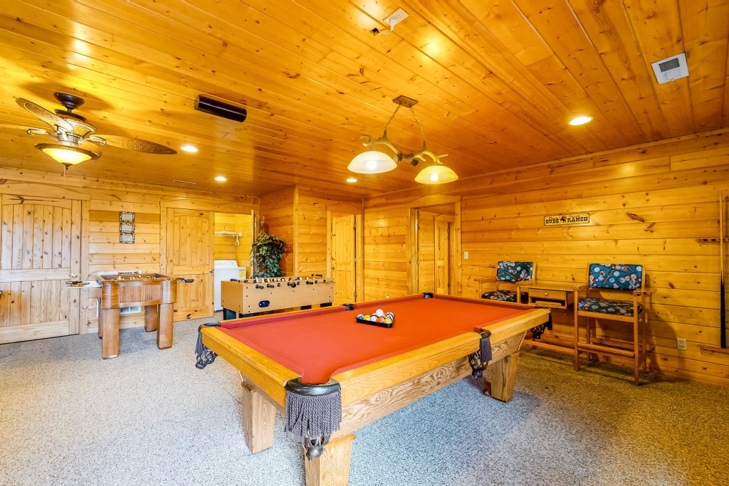 Photo of a Sevierville Cabin named Puttin' On The Ritz - This is the thirtieth photo in the set.