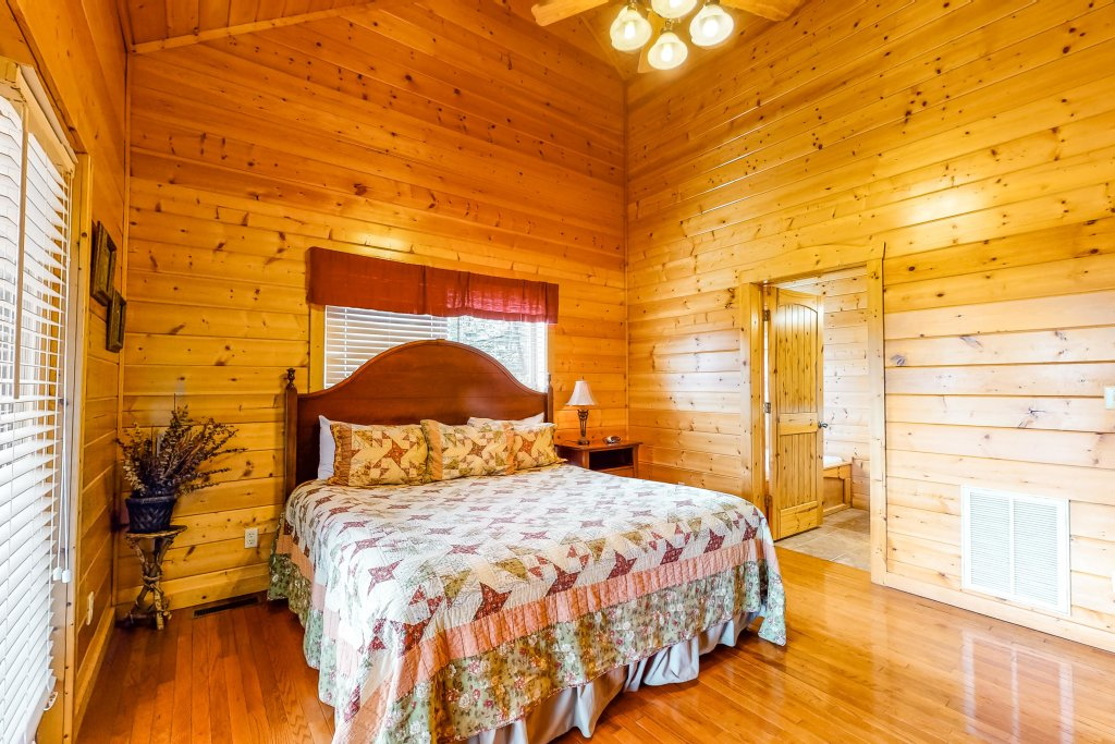 Photo of a Sevierville Cabin named Puttin' On The Ritz - This is the eighteenth photo in the set.