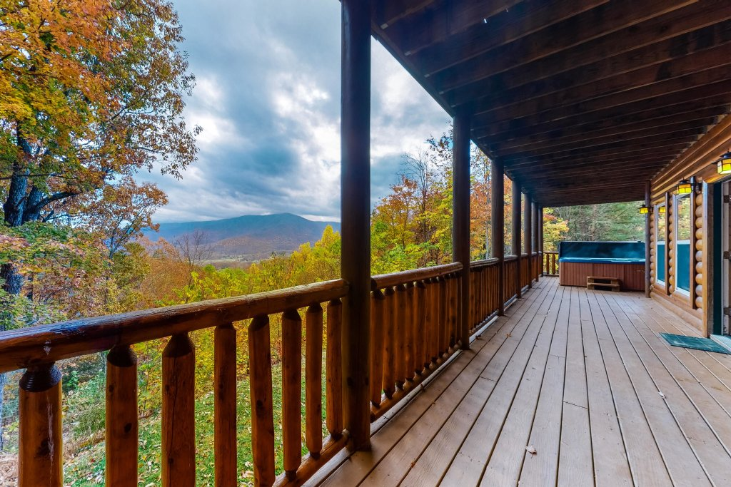 Photo of a Sevierville Cabin named Puttin' On The Ritz - This is the forty-third photo in the set.