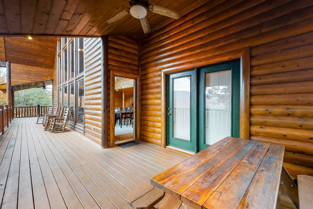 Photo of a Sevierville Cabin named Puttin' On The Ritz - This is the fifty-first photo in the set.