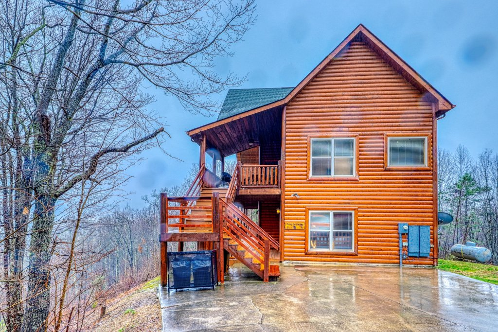 Photo of a Sevierville Cabin named Puttin' On The Ritz - This is the fifty-eighth photo in the set.