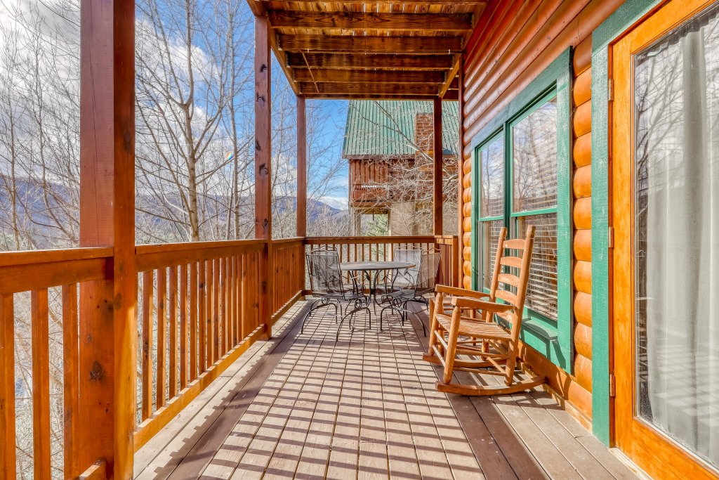 Photo of a Pigeon Forge Cabin named Vista Point - This is the second photo in the set.