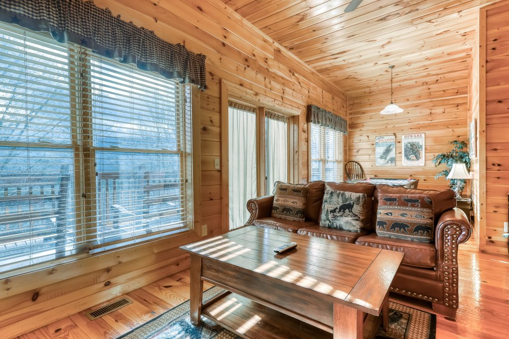 Photo of a Pigeon Forge Cabin named Vista Point - This is the seventeenth photo in the set.