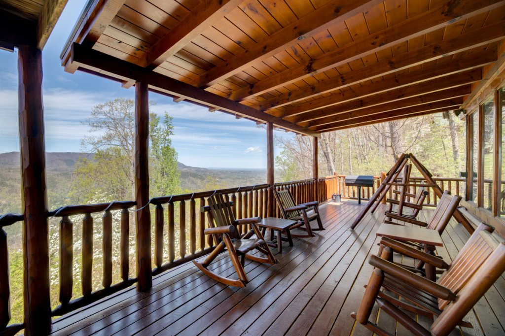 Photo of a Sevierville Cabin named Highland Lodge #61 - This is the second photo in the set.