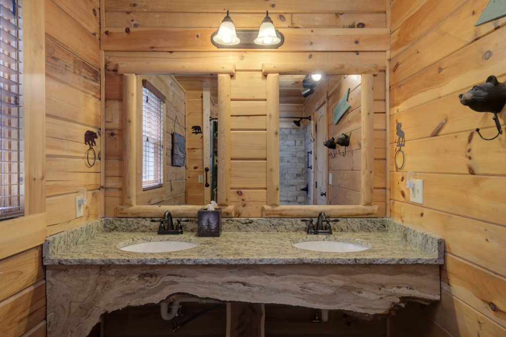 Photo of a Sevierville Cabin named Highland Lodge #61 - This is the fifteenth photo in the set.