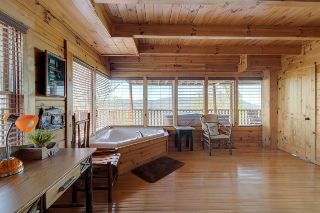 Photo of a Sevierville Cabin named Highland Lodge #61 - This is the fourteenth photo in the set.