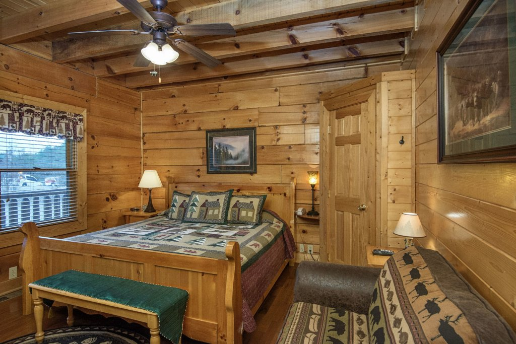 Photo of a Sevierville Cabin named  Simply The Best - This is the thirteenth photo in the set.