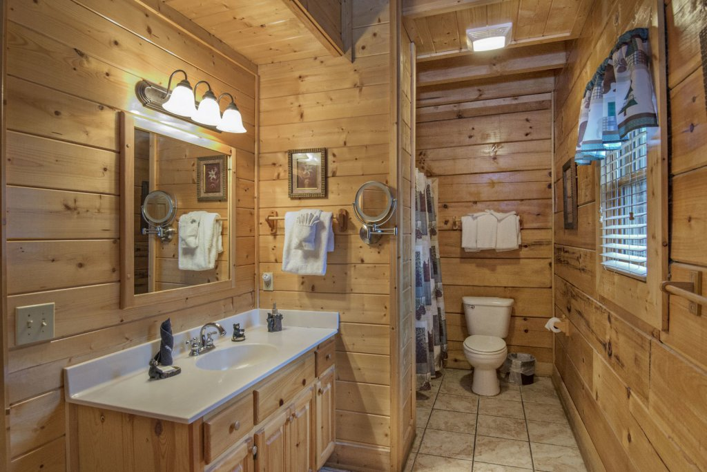Photo of a Sevierville Cabin named  Simply The Best - This is the fifteenth photo in the set.