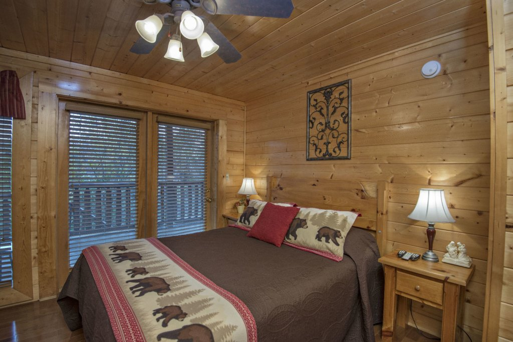 Photo of a Sevierville Cabin named  Simply The Best - This is the thirty-third photo in the set.