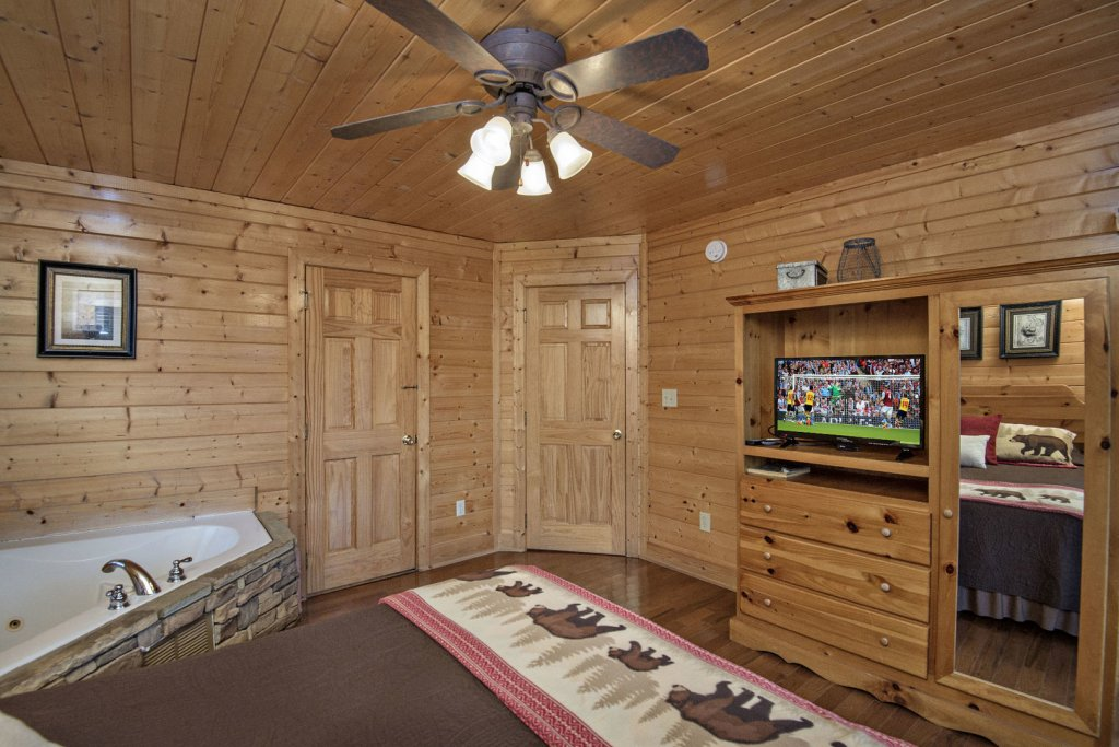 Photo of a Sevierville Cabin named  Simply The Best - This is the thirty-seventh photo in the set.