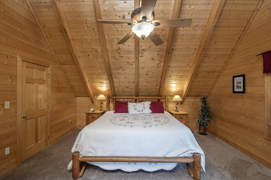 Photo of a Sevierville Cabin named  Mountain Majesty - This is the thirty-seventh photo in the set.