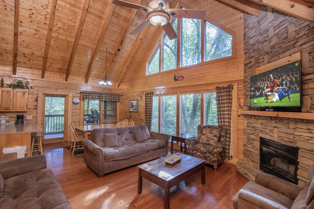 Photo of a Sevierville Cabin named  Mountain Majesty - This is the fourth photo in the set.