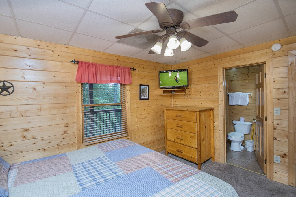 Photo of a Sevierville Cabin named  Mountain Majesty - This is the forty-sixth photo in the set.