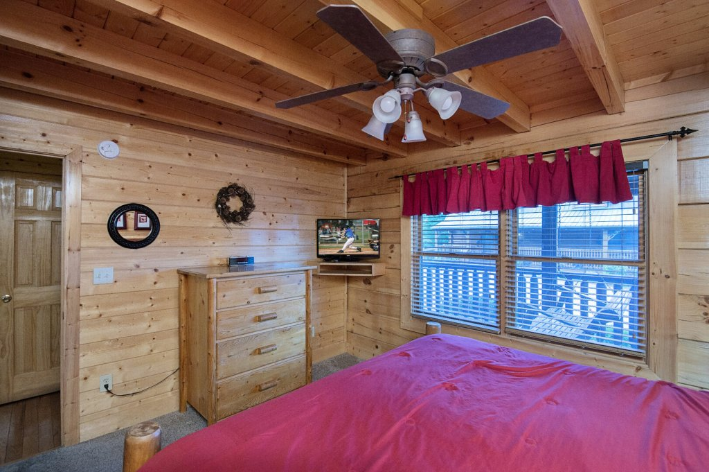 Photo of a Sevierville Cabin named  Mountain Majesty - This is the forty-fourth photo in the set.