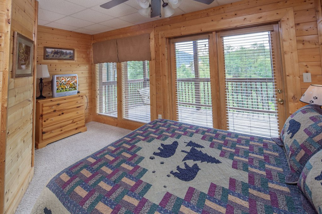 Photo of a Sevierville Cabin named  Sweet Escape - This is the fourteenth photo in the set.