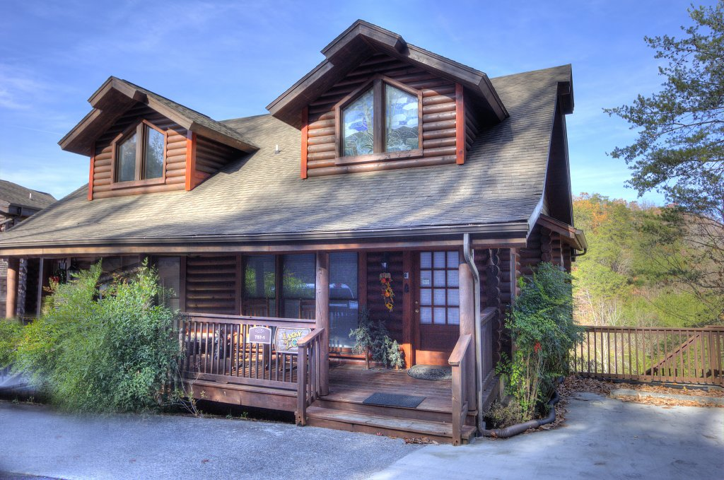 Photo of a Pigeon Forge Cabin named Lucky Logs #283 - This is the first photo in the set.