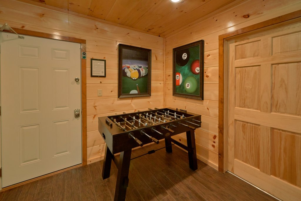 Photo of a Gatlinburg Cabin named Legends Pool Lodge - This is the eighteenth photo in the set.