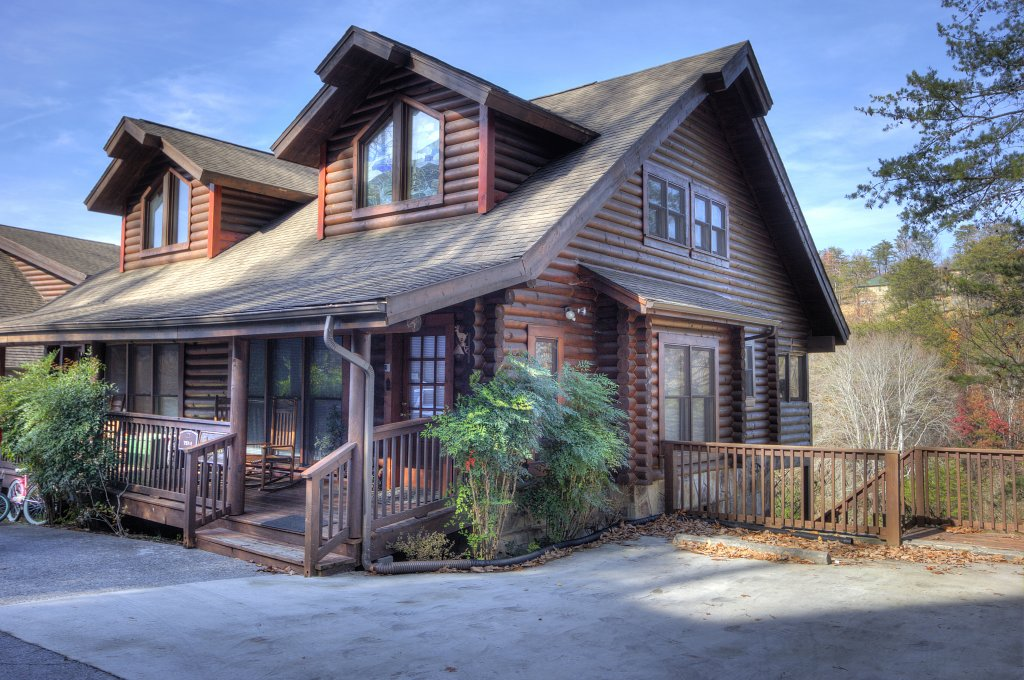 Photo of a Pigeon Forge Cabin named Lucky Logs #283 - This is the thirty-second photo in the set.