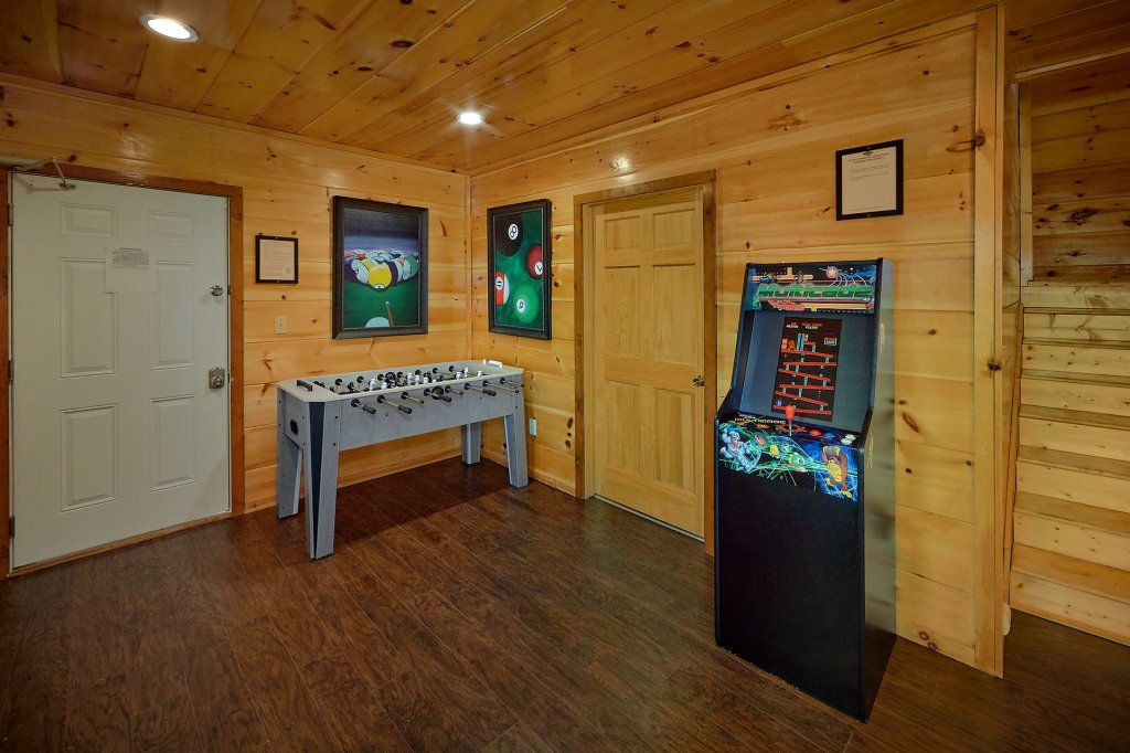 Photo of a Gatlinburg Cabin named Legends Pool Lodge - This is the thirty-eighth photo in the set.