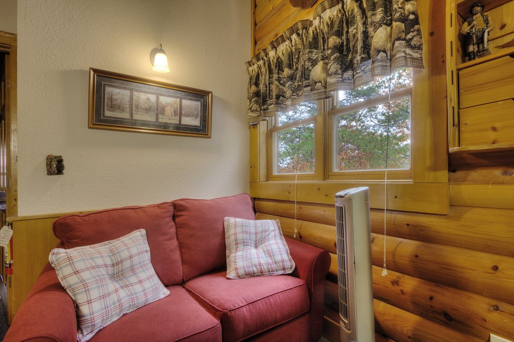 Photo of a Pigeon Forge Cabin named Lucky Logs #283 - This is the twenty-second photo in the set.