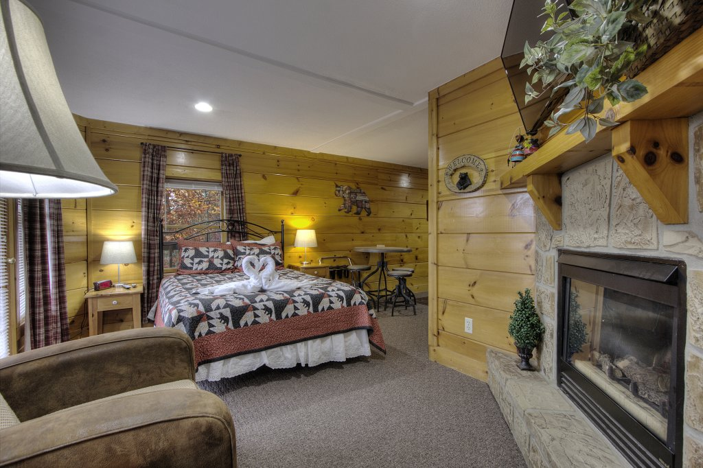 Photo of a Pigeon Forge Cabin named Lucky Logs #283 - This is the seventeenth photo in the set.