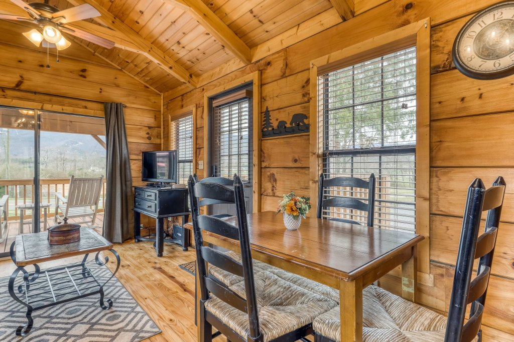 Photo of a Sevierville Cabin named Homes Away From Home - This is the fortieth photo in the set.