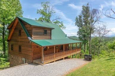 2 Bedroom, 3 Bath Authentic Log Cabin With Luxury Amenities & A Mountain View.