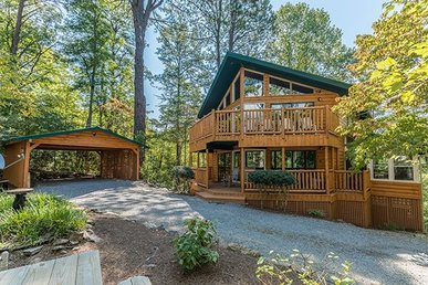 3 Bedroom, 2.5 Bath Cabin With An Incredible Game Room In A Resort Setting.