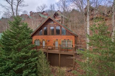 Luxurious 1 Bedroom, 1 Bath Cabin With Sleeping Space For 6 In Pigeon Forge.
