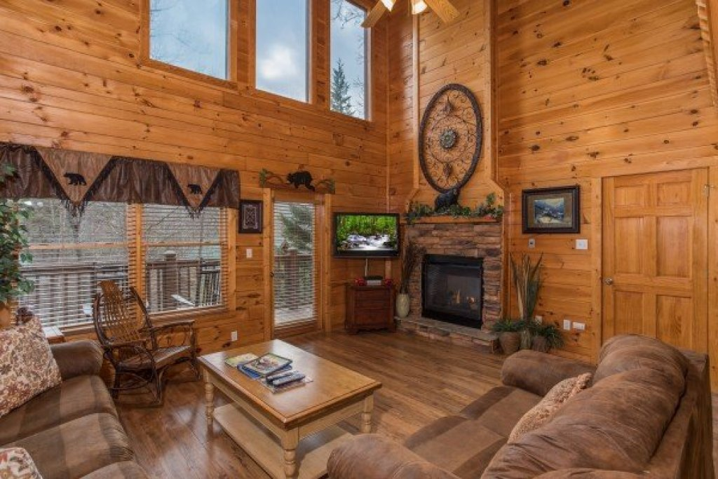 Photo of a Pigeon Forge Cabin named 5 Star Celebration - This is the second photo in the set.