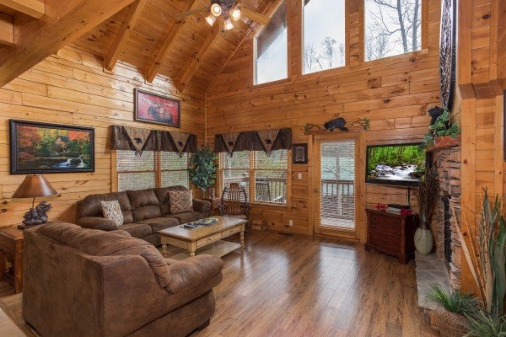 Photo of a Pigeon Forge Cabin named 5 Star Celebration - This is the third photo in the set.