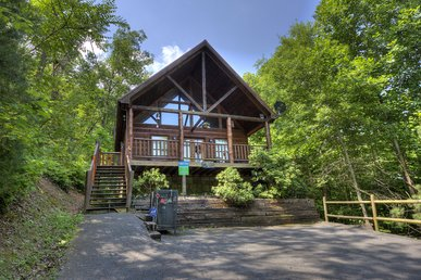 2 Bedroom Pigeon Forge Resort Cabin With Hot Tub, Pool Table And Arcade
