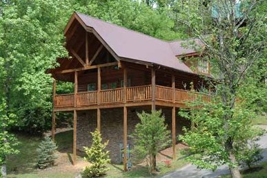 2 Bedroom, 2 Bath Luxury Cabin With Space For 8, Easy To Access From The Parkway