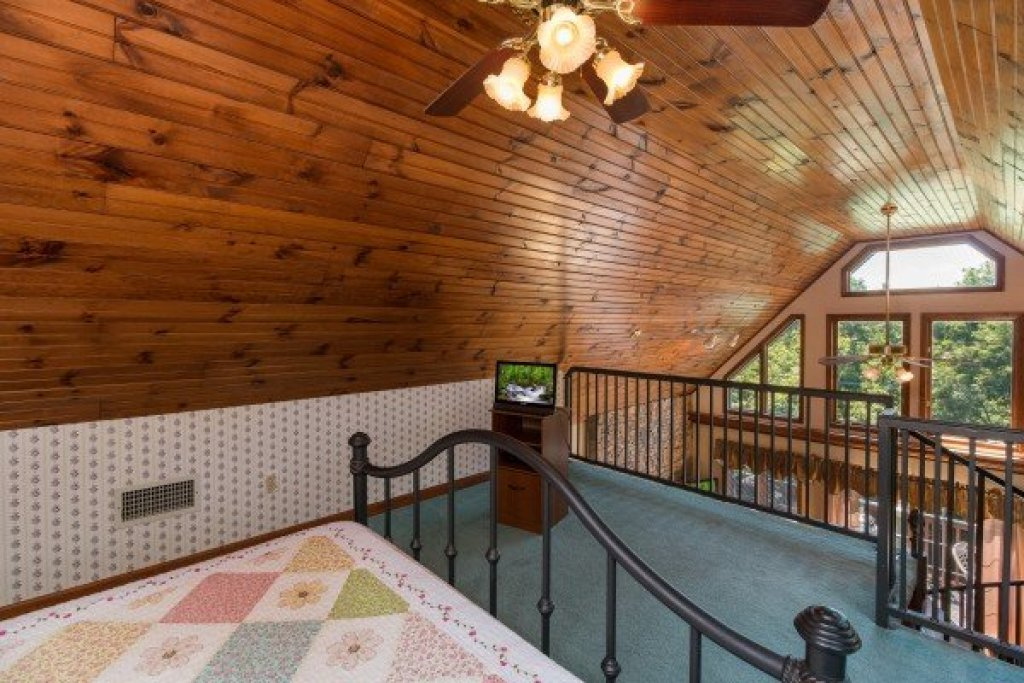 Photo of a Pigeon Forge Cabin named Ain't Misbehaven - This is the thirteenth photo in the set.